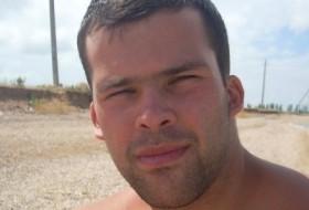 Anton , 37 - Just Me