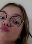 Laiela, 19  , Paris
