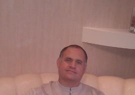 yury, 65 - Just Me
