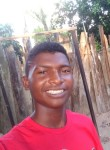 Luca, 18  , Capitao Poco