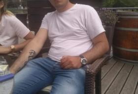 Nikolas, 30 - Just Me