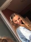carine , 19  , Differdange