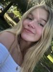 Riley, 20  , Virginia Beach