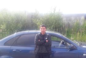 Alek, 32 - Just Me