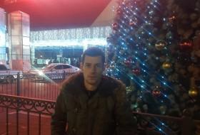 Viktor, 27 - Just Me