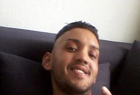 Malik , 22 - Just Me
