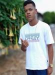 Vinicius , 20  , Brasilia