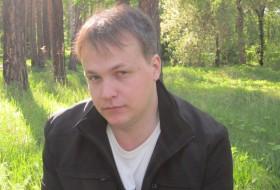 Viktor, 39 - Just Me