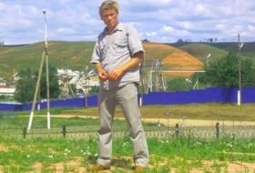 Viktor, 54 - Just Me