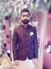 Vayani, 25, Pakistan, Karachi