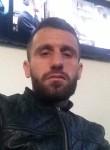 bobi, 28  , Tirana