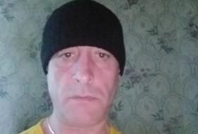 Albert, 44 - Just Me