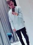 Stefano, 21  , Milano