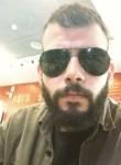 Eduardo Flores, 28  , Latina