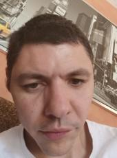 Romain , 36, France, Lyon