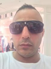 Mek, 35, Australia, Sydney