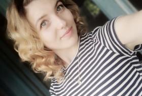Viktoria, 24 - Just Me