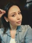 neluana, 32  , Latina