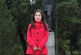 Yana, 43 - Just Me