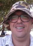 Henrique, 40  , Paranaiba