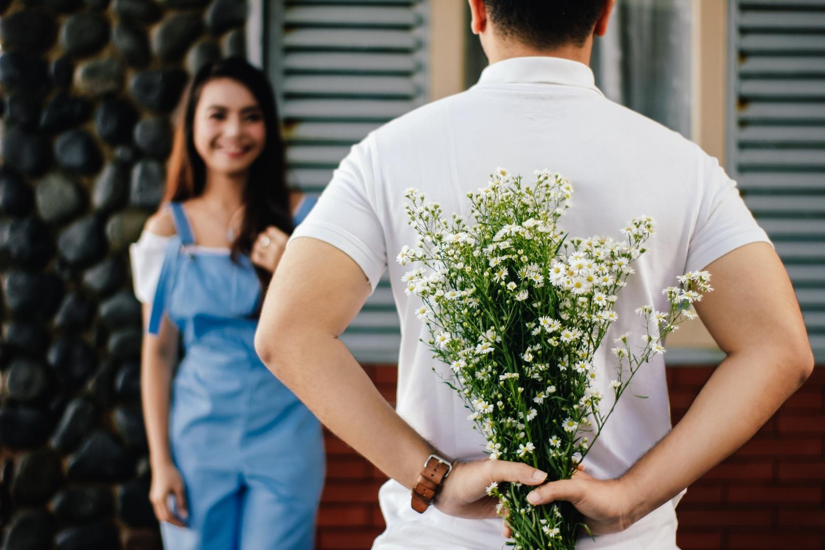 Какие цветы дарят на прощание девушке, купить букет роз