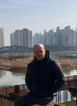 Damir , 42  , Hongsung