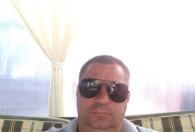 Andrey , 47 - Just Me
