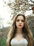 Laura, 21  , Le Luc