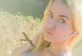 Natali , 22 - Just Me