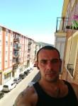 radik, 38  , Pamplona