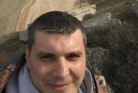 Bogdan, 30 - Just Me