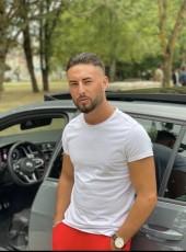 Simon, 24, France, Paris