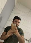 Yusuf, 30, Paris