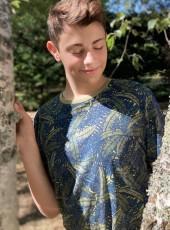 Adrien, 18, France, Castres