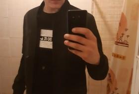 Aleks, 26 - Just Me