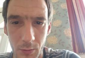 Viktor, 34 - Just Me