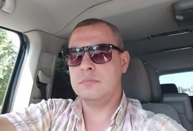 Dima, 31 - Just Me