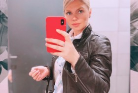 Julia, 33 - Just Me