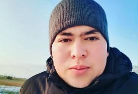 Dima , 24 - Just Me