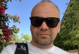 Alex, 42 - Just Me