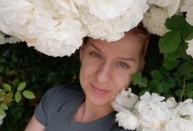 Elena, 41 - Just Me