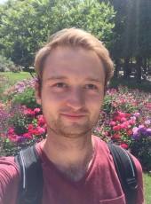 Timo, 30, République Française, Saint-Maur-des-Fossés