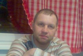 Gabriel, 46 - Just Me