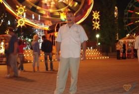 Alik, 63 - Just Me
