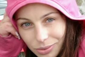 diana, 45 - Just Me
