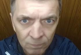 Valentin, 52 - Just Me