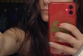 Dina, 20 - Just Me
