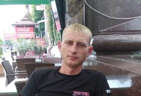 Oleksandr, 26 - Just Me