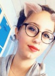 Ines, 19  , Romans-sur-Isere