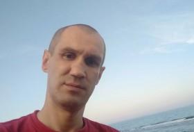 Slavik, 39 - Just Me